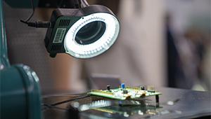 Созданный в Казани микроскоп «Швабе» на ИННОПРОМ осмотрел Рустам Минниханов