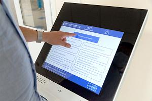 Петербургский Центр Алмазова тестирует медицинскую инфостелу «Швабе»
