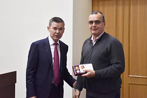 Сотрудник предприятия «Швабе» получил медаль Минобороны России
